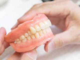 総義歯(総入れ歯)とは?